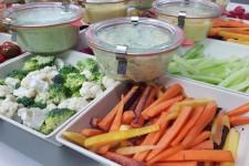 Légumes à croquer et ses sauces chez votre traiteur Comptoir d'Ernest (Rouen)